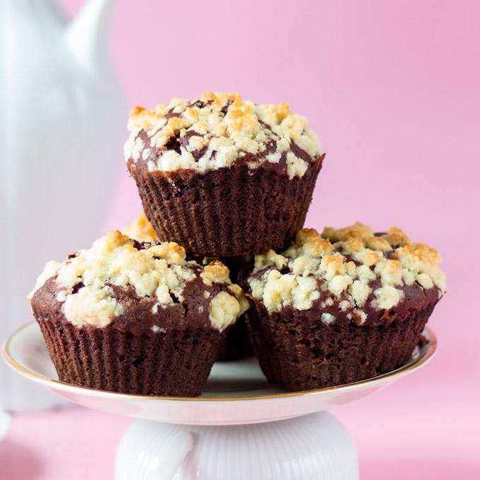 Schoko-Muffins mit Streuseln und Füllung vegan