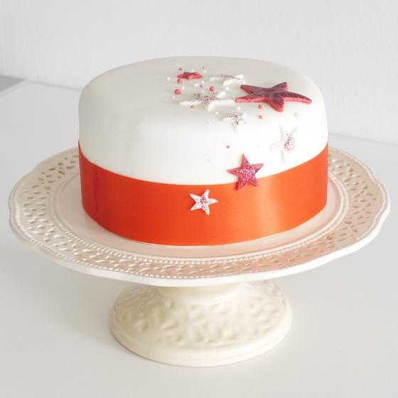 torte mit sternen tutorial motivtorte verschicken cake invasion. Black Bedroom Furniture Sets. Home Design Ideas