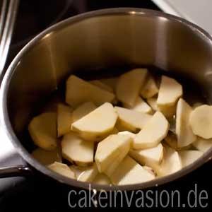Süßkartoffeln im Topf
