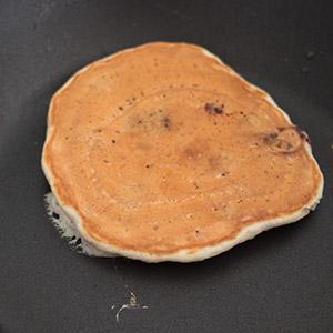 Pfannkuchen gewendet
