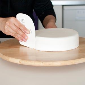 fondantfriday tools smoother ein hack aus pappe cake invasion. Black Bedroom Furniture Sets. Home Design Ideas