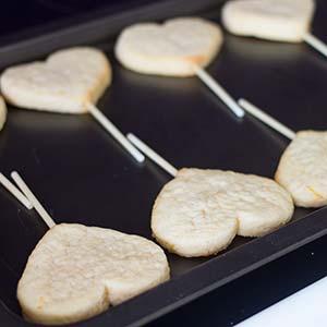 Gebackene Herzplätzchen