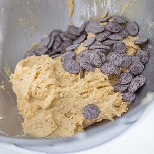 Chocolate Chips dazu geben