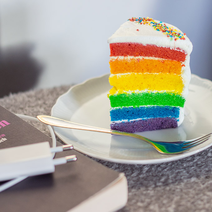 vegan rainbow cake veganer regenbogen kuchen cake invasion. Black Bedroom Furniture Sets. Home Design Ideas
