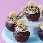 Bananenshake-Schoko-Cupcakes mit Peanutbutter-Frosting (vegan)